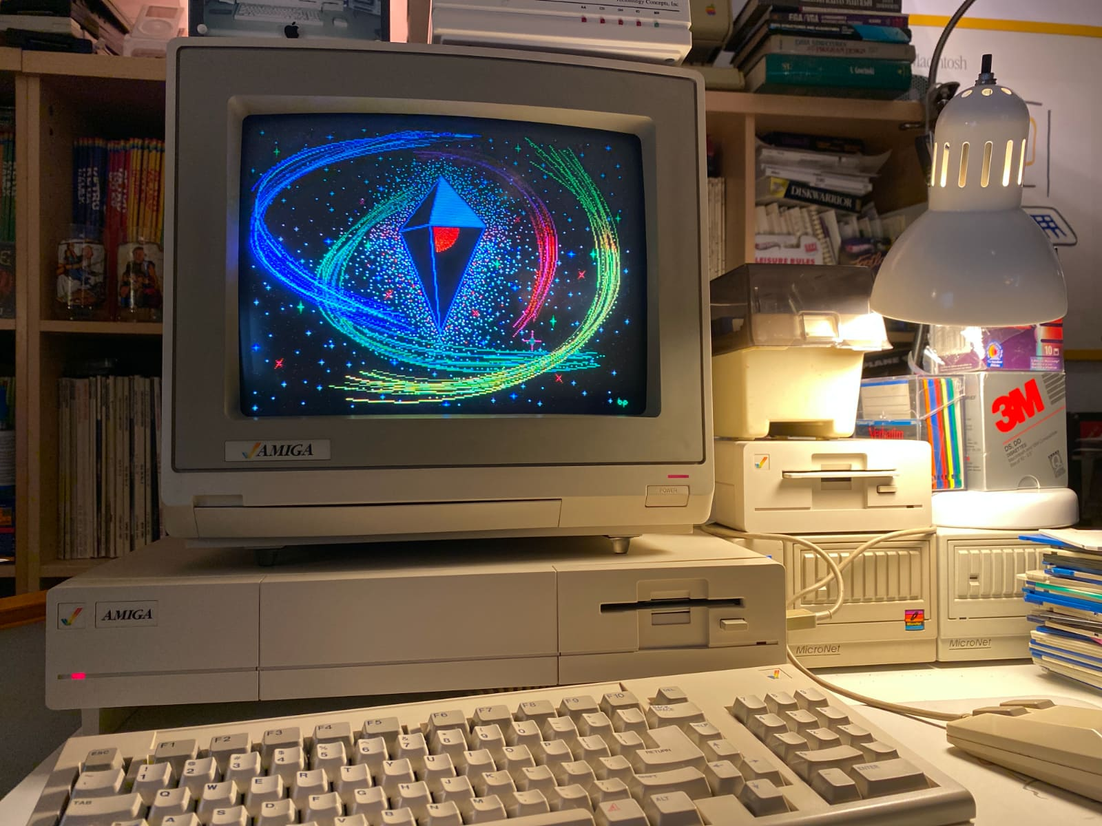 Amiga 1000 displaying No Man's Sky pixel art